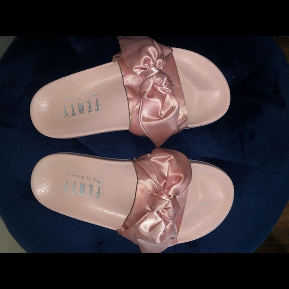 the best attitude 04acc aa294 Fenty / Puma Bow Slide Pink